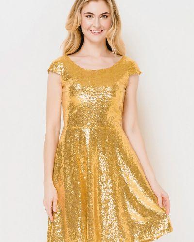 Платье весеннее золотой Escena