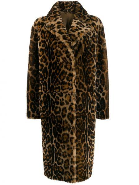 С рукавами коричневое однобортное пальто классическое из овчины Liska