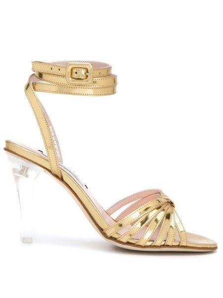 Открытые босоножки на каблуке с пряжкой золотые Leandra Medine