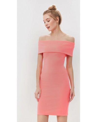 Платье с открытыми плечами весеннее City Goddess