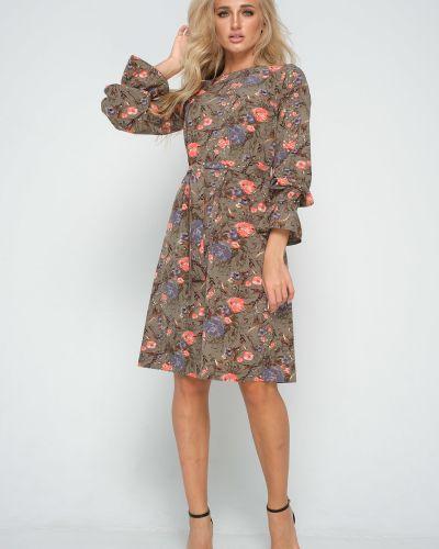 Приталенное платье на торжество на резинке с оборками Leleya