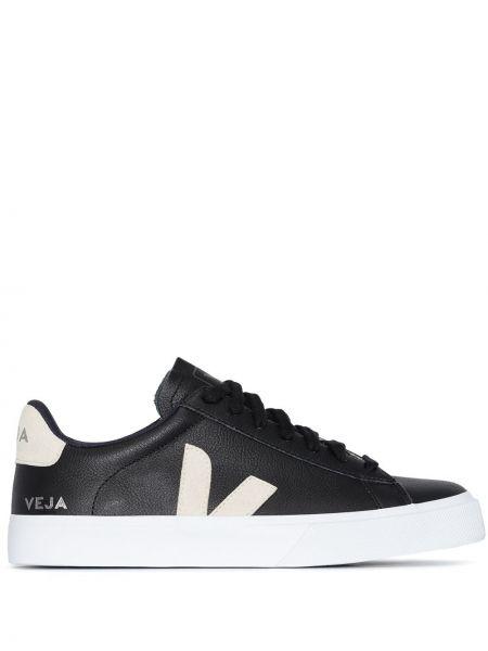 Кожаные черные кроссовки с нашивками на шнуровке Veja