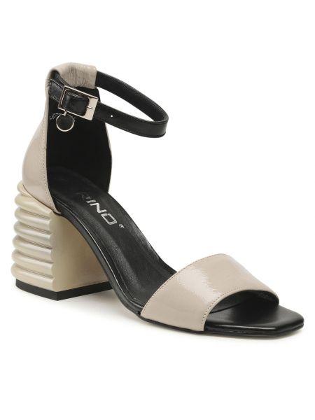 Beżowe sandały lakierowane Karino