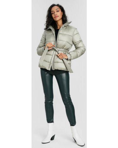 Зеленая куртка ветрозащитная с воротником Ostin