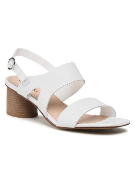 Białe sandały eleganckie na obcasie Ccc