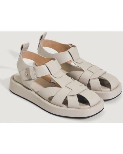 Бежевые сандалии Oysho