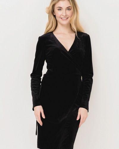 Черное прямое платье Escena