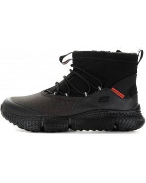 Спортивные текстильные черные кроссовки на шнуровке Skechers