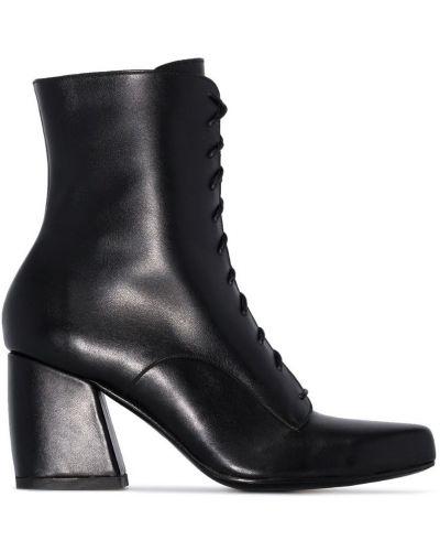 Черные ботильоны на шнуровке на каблуке Roker