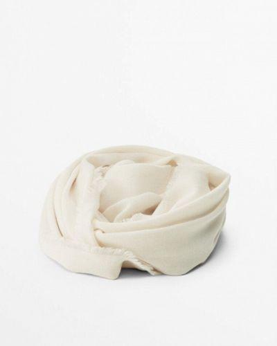 Бежевая зимняя шаль Massimo Dutti