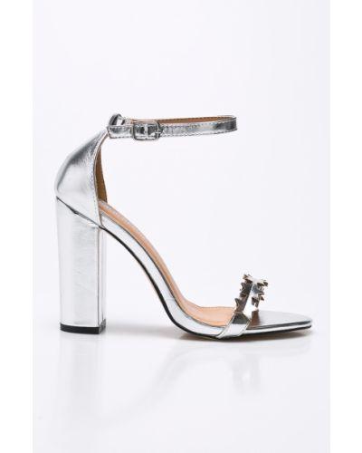 Туфли на каблуке серебряного цвета Public Desire