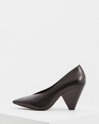 Кожаные туфли осенние на каблуке Ash