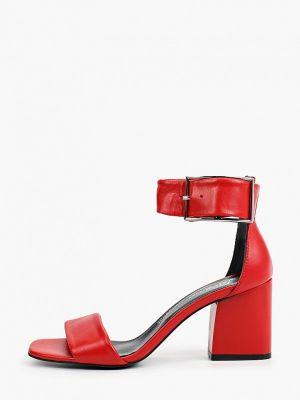 Красные кожаные босоножки Laremo