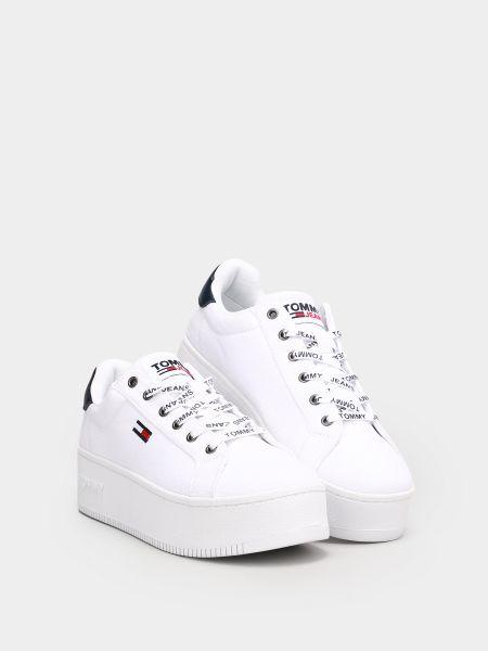 Текстильные белые низкие кеды на шнуровке Tommy Hilfiger