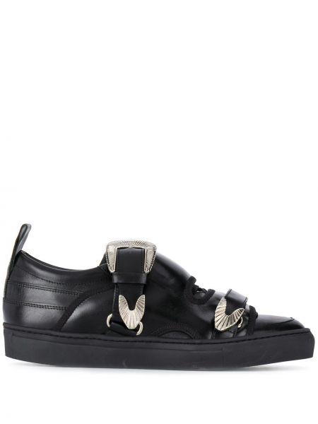 С ремешком кожаные черные кроссовки на шнуровке Toga Virilis
