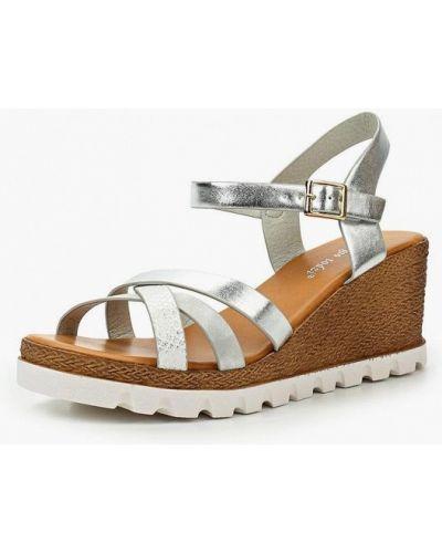 Босоножки на каблуке серебряного цвета Sergio Todzi