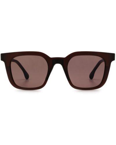 Czerwone okulary Chimi