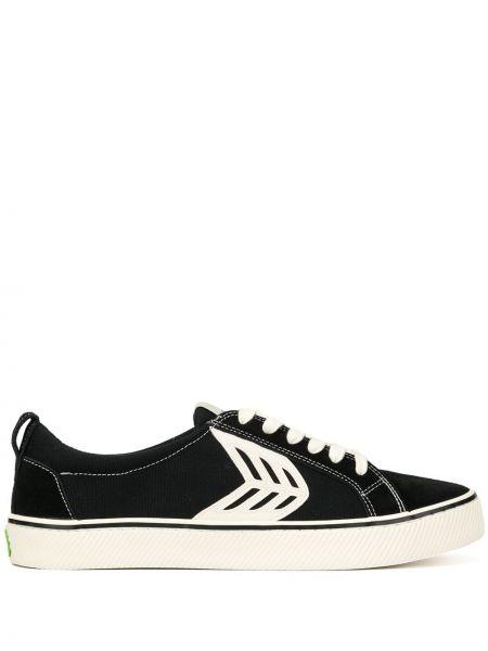 Czarne sneakersy sznurowane płaska podeszwa Cariuma
