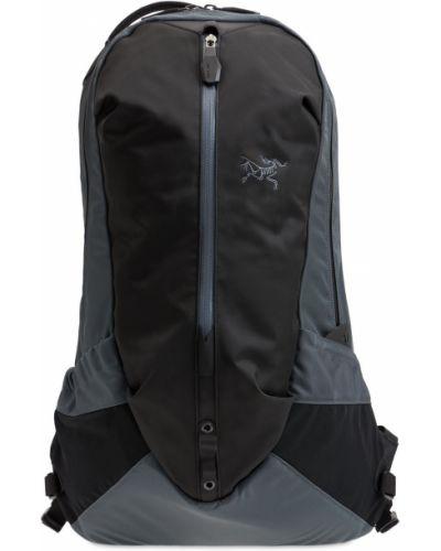 Czarny plecak z klamrą Arcteryx
