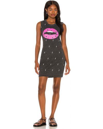 Черное платье с принтом Chaser