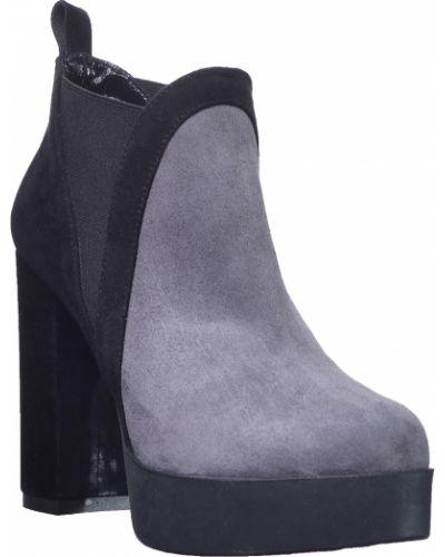 Ботинки на каблуке осенние замшевые Kelton