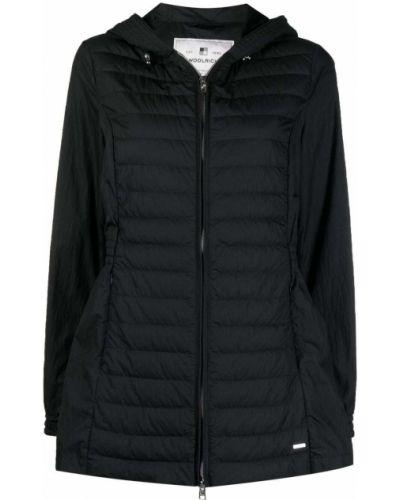 Черная пуховая длинная куртка с капюшоном Woolrich