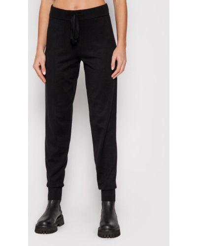Spodnie dresowe - czarne Vero Moda