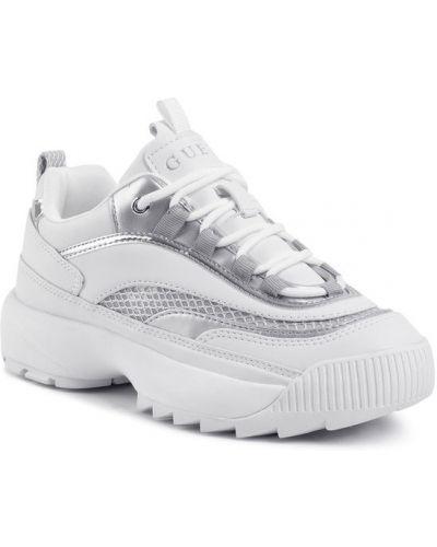 Białe sneakersy Guess