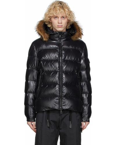 Satynowa czarna długa kurtka pikowana Moncler