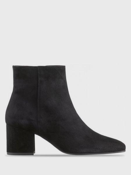 Ботинки на каблуке - черные Hogl