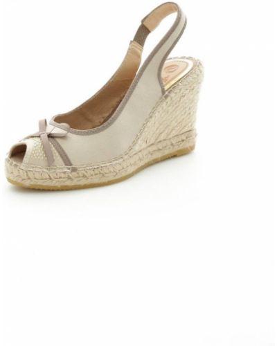Beżowe sandały na koturnie Vidorreta