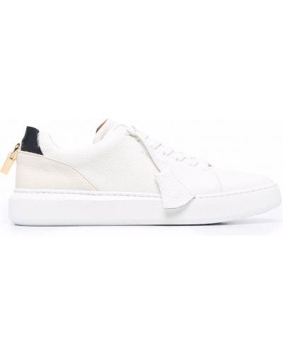 Białe sneakersy Buscemi