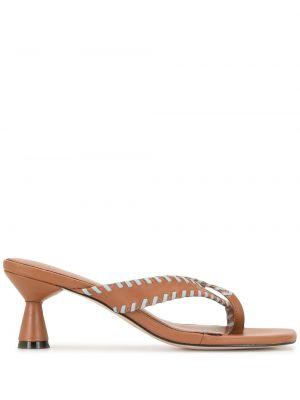 Кожаные коричневые босоножки на каблуке без застежки Mara & Mine