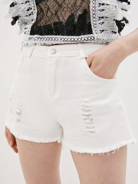 Белые джинсовые шорты со стразами Care Of You