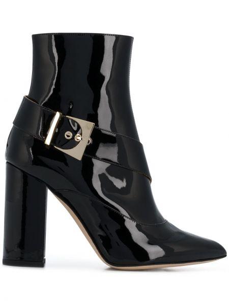 Кожаные лаковые черные сапоги с пряжкой Chloe Gosselin