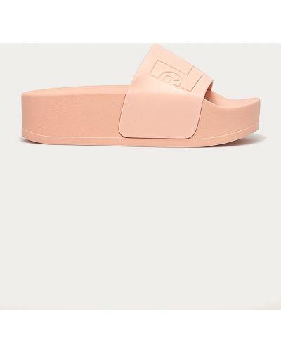 Różowe sandały na platformie Levi's