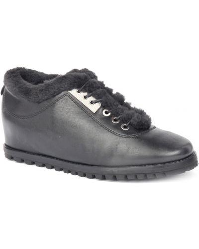 Черные кроссовки с мехом Stuart Weitzman