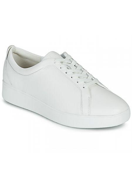 Białe sneakersy Fitflop