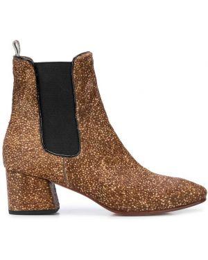 Коричневые ботинки на каблуке No.6