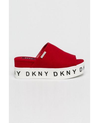 Сандалии на танкетке красные на каблуке Dkny