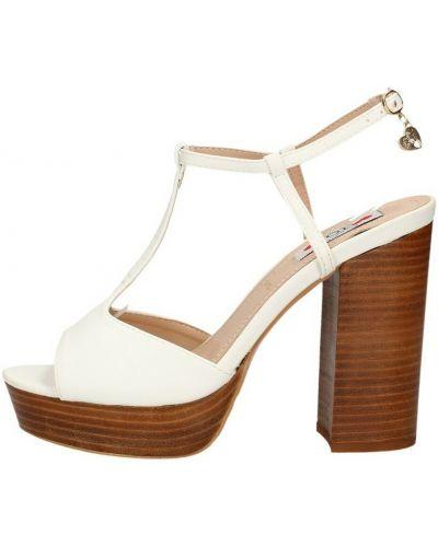 Białe sandały na obcasie Love To Love