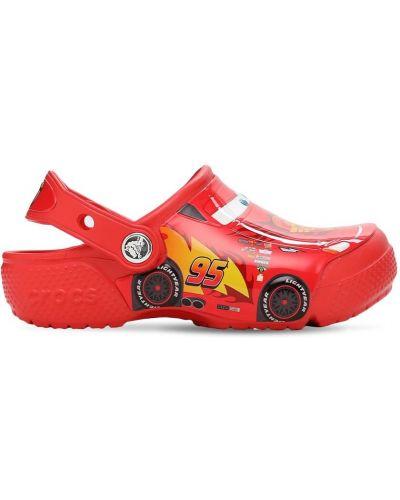 Красные с ремешком сандалии Crocs