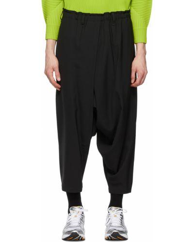 Czarne spodnie z paskiem 132 5. Issey Miyake