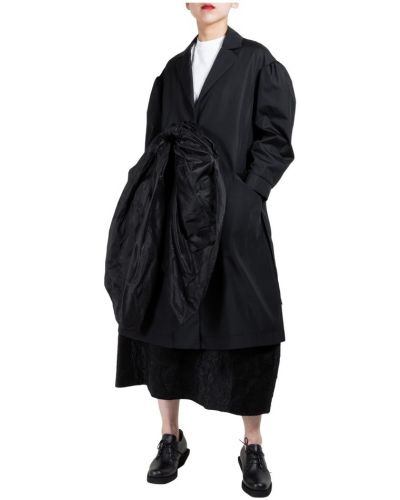 Czarny płaszcz Simone Rocha