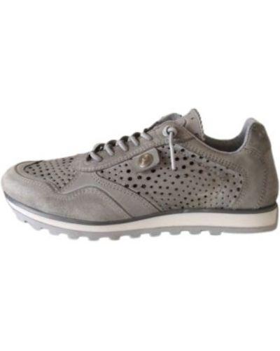 Sneakersy Amust