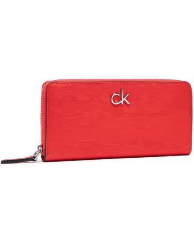 Czerwony portfel oversize Calvin Klein