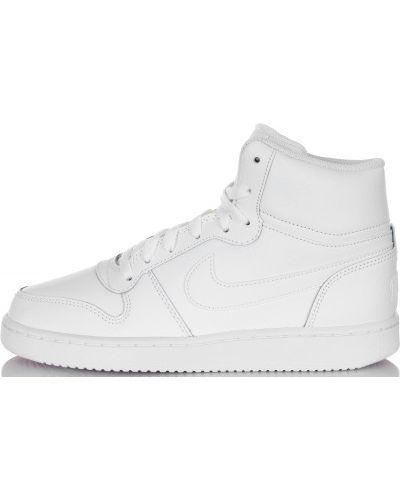Белые кеды на шнуровке Nike