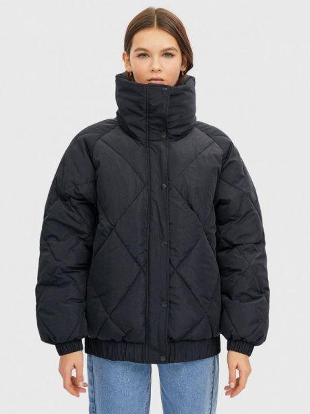 Утепленная куртка демисезонная черная Stradivarius