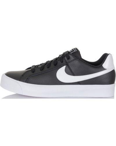 Кроссовки на шнуровке классические Nike