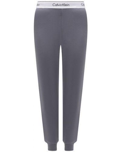 Хлопковые серые брюки Calvin Klein